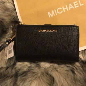 Michael Kors Adele Jet Set Wallet Wristlet iphone